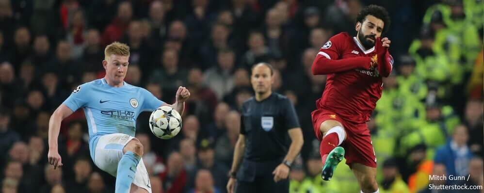 BANNER MANCHESTER ENGLAND APRIL 10 Kevin De Bruyne and Mohamed Salah during a match between Manchester City and Liverpool at the Etihad Stadium on April 10 2018